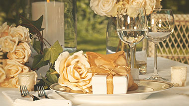Event table with gold accents and wine glasses